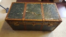 Large chest, very rough, ideal prop / window feature