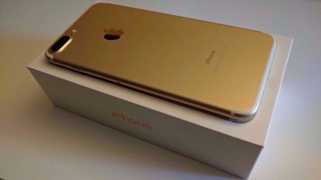 Apple iPhone 7 Plus 128gb Gold Unlocked (Brand New Condition) Bundlein Ilkeston, DerbyshireGumtree - Selling Gold iPhone 7 Plus 128GB Unlocked. Phone is in immaculate condition As only used for a week. Comes boxed with all accessories and I am also selling with two cases 1 x charging case & 1 x hard back heavy duty bumper case, as well as 1 x new...