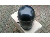 Motor cycle crash helmet