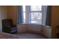 Airy & Spacious Double Room all bills included & Wifi Internet close to train station in zone 3