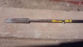 Roughneck 17 lb post-hole digger