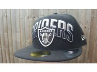 NEW American Football Cap Oakland Raiders Fitted Cap Size 7 1/4 NFL New Era