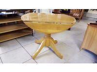 Light Golden Oak Side-leaf Dining Table in Excellent Condition