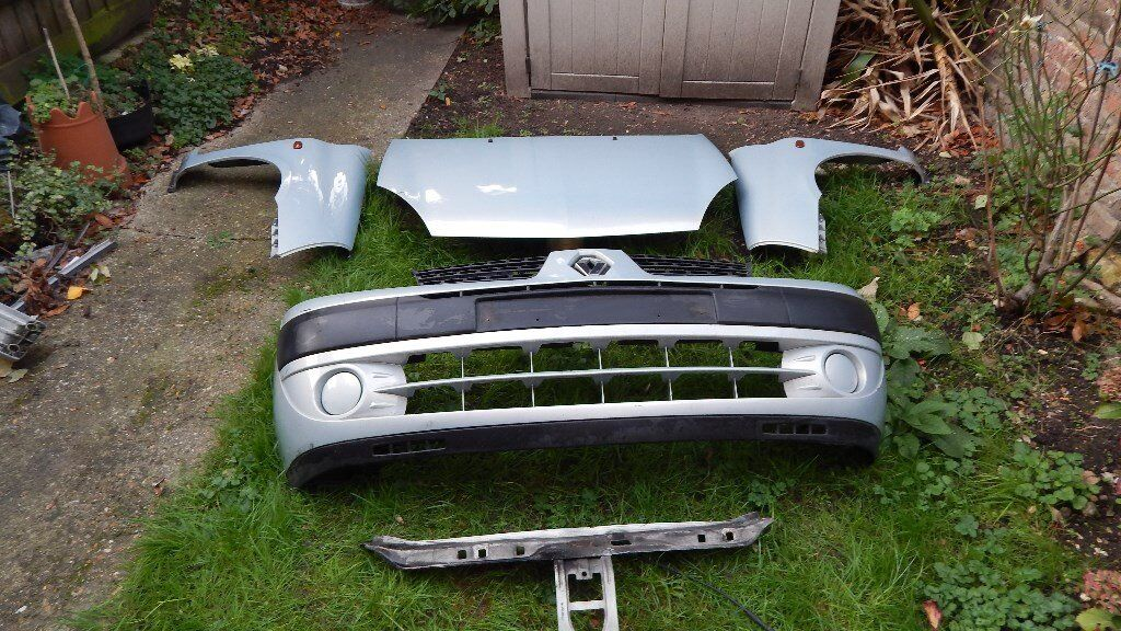 renault clio complete front end bumper , bonnet, wings and slam plate