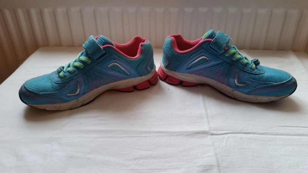 Osaga Running Trainers Size 4