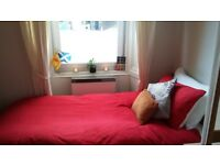 Single bed room to let in a very quiet residential area in Leith