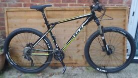 G.T AVALANCHE EXPERT HARD TAIL MOUNTAIN BIKE (NEW @ UN-USED)