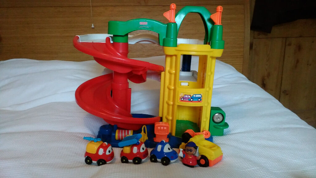 Fisherprice Little People Garage with Mechanic Figure and Vehiclesin Derby, DerbyshireGumtree - Fisherprice Little People Garage in good condition. Also included is a Little People Mechanic figure who fits in a garage vehicle/pick up truck. The vehicle/ pick up truck makes sound and has new batteries in it. Also included in this sale are a few...