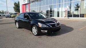 2014 Nissan Altima 3.5 SL,Nav,Htd seats,Leather,Back up camera