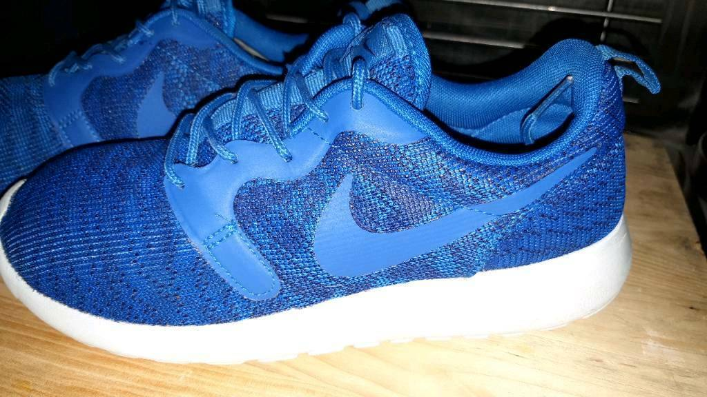 a2ee2bd5685a NIKE ROSHE RUNS TRAINERS SIZE 5