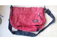 EASTPAK Delegate Red shoulderbag