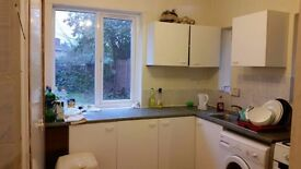 Available Now! ! Huge Room!! All Incl!!!!