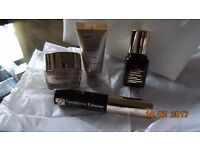 New ESTEE LAUDER Gift Set 4 items & Cosmetic Bag