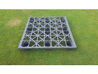 Plastic pallets 120 x110 cm 9 pcs for free