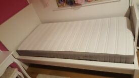 Singiel bed with mattress
