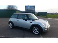 Mini Cooper 1.6 with Many Options