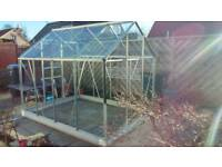 8ft x 6ft Greenhouse With Base and Spare Glass Panes