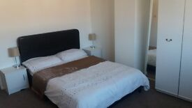 Large Double Room Available for a Couple - Three Bridges, Crawley, Gatwick