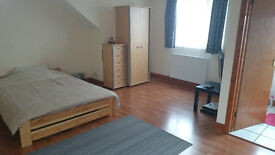 Double king size room with en-suite to let