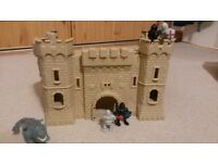 Collapsible toy castle toy knights