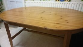 Pine oval dining table, good condition. One or two light scratches.