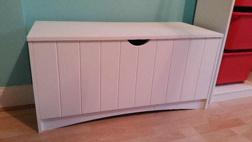 Children's toy box - excellent condition