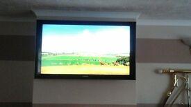 Samsung 52 inch LCD HD TV + Wall bracket