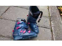 Ladies Ski Boots - Salomon Evolution 6.2 - to fit shoe size 7/8 - FREE