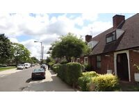 single room with double bed to rent in a tidy house with kept garden