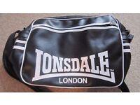 Lonsdale messenger bag black with front zip pocket