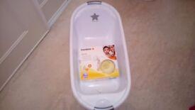Medela swing single breast pump + free rocking chair and baby bath