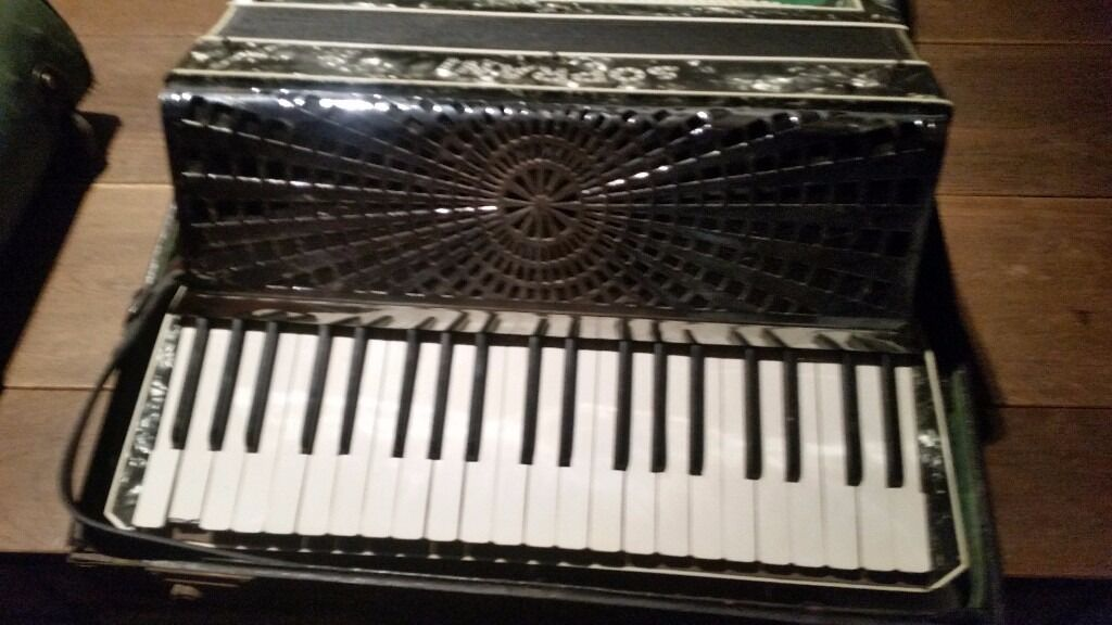 SOPRANI 120 Bass accordion