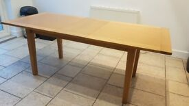 Solid oak dining table in a great condition - extendable. Size suitable for 6 to 8 people