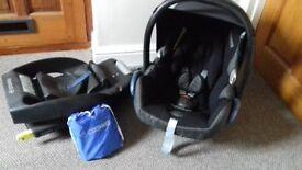 Maxo Cosi car seat, isofix base, rain cover