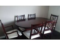 Beautiful Mahogany extendind Table & 6 Chairs