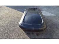 Car roof box with brackets