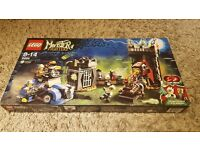 New and sealed LEGO MONSTER FIGHTERS 9466 The Crazy Scientist and His Monster