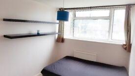 Double Bedroom in Woking - near station, free parking