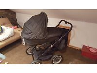 Immaculate condition 4 in 1 system Pram/Buggy/Moses basket/car seat
