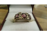 EARLY VICTORIAN BEAUTIFUL 9CT GOLD 3 STONE PALE AMYETHIST AND WHITE STONES
