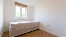 Small double room including all bills in Enfield, Brimsdown, EN3. Furnished, driveway parking