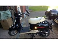 50cc automatic retro scooter. Brand new only 27 miles, taxed for a year.