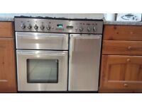 Toledo Rangemaster oven with 5 gas burners in good condition and perfect working order.