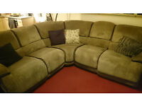 Harvey's 5 Seater Corner Recliner Sofa (In good overall condition with general signs of wear)