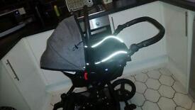 Venici pram immaculate condition 7months old