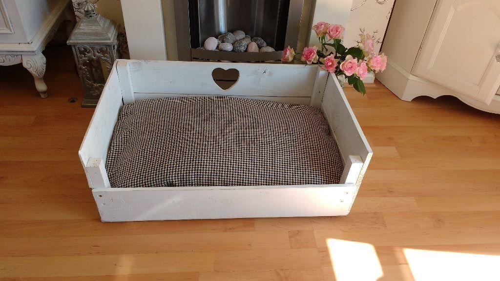 lovely shabby chic white handmade pallet wooden dog bed. Black Bedroom Furniture Sets. Home Design Ideas