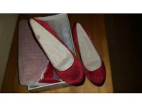 New Clarks Ladies Matching Shoes and Bag in Red Fabric