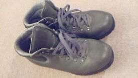 Very good condition. Hardly worn.make Merlin. Code BHL-7.size 43.collect only