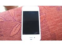 iPhone 4s in white - good exterior condition but not working. Spares or repair
