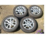 175/65/14 alloy wheels x4 with excellent Kumho tyres 5-6mm for Toyota Yaris 2003